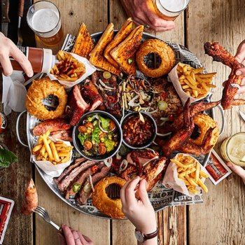 Fridays are for feasting and if we know how to do one thing, it's serving up a true Feast. Got any plans tonight? Now you do… 🐷